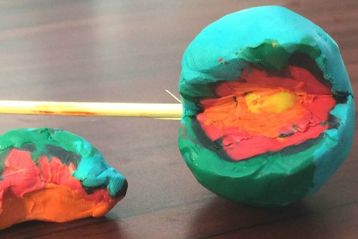 Дети@mail.ru: Лепим модель Земли из пластилина